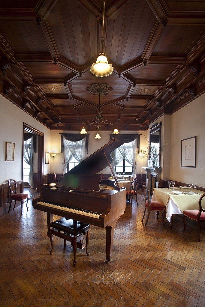 atammi-pianos.jpg